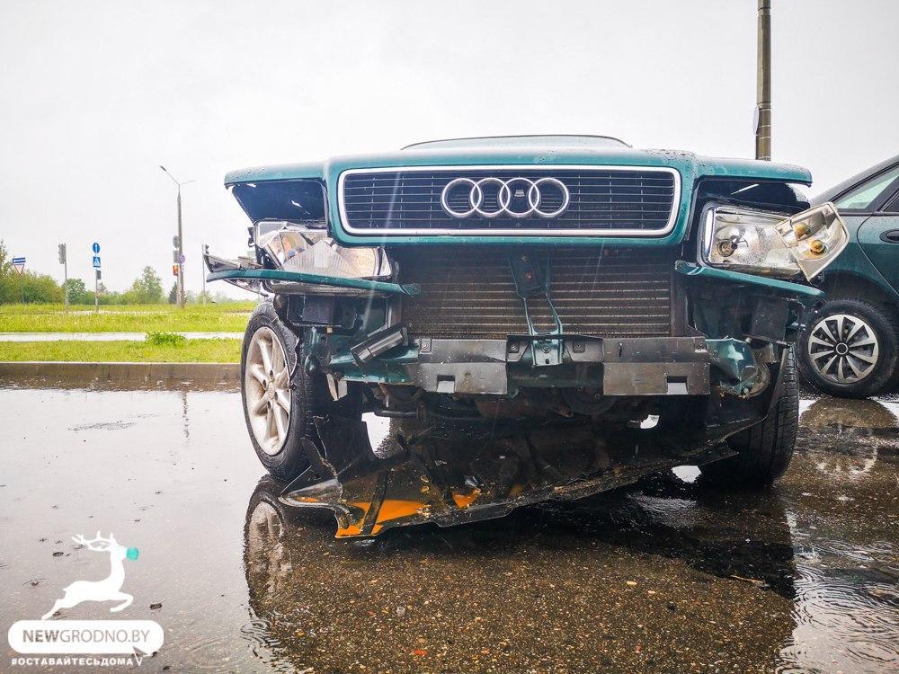 мужчина разбил авто