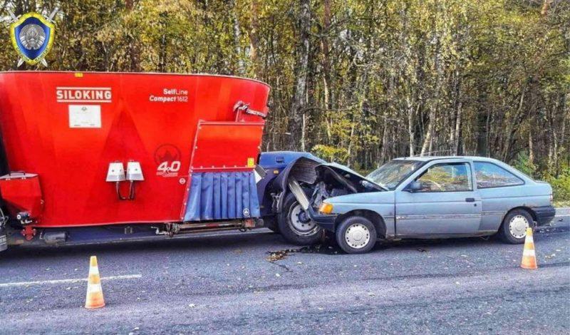 Возле Лещанки Ford Escort въехал в попутный кормопогрузчик —  водитель Ford погиб